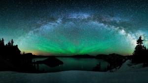 stunning-aurora-lake-scene